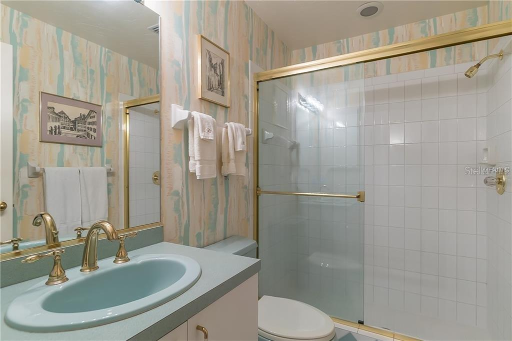 ensuite bathroom to office or fifth bedroom - Single Family Home for sale at 4963 Oxford Dr, Sarasota, FL 34242 - MLS Number is A4417783