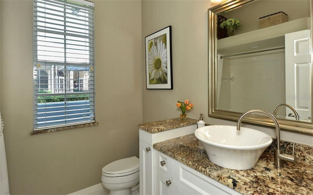 2nd bathroom/guest bath - Single Family Home for sale at 462 Sherbrooke Ct, Venice, FL 34293 - MLS Number is A4418225