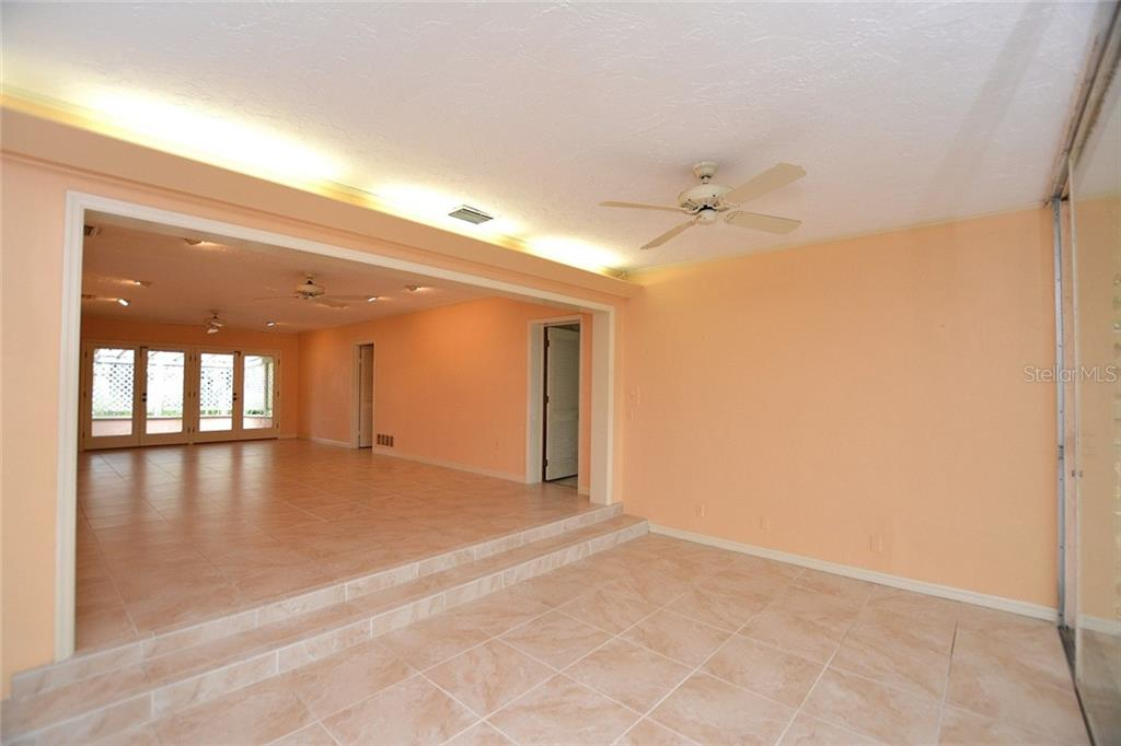 Single Family Home for sale at 1616 N Lake Shore Dr, Sarasota, FL 34231 - MLS Number is A4419648