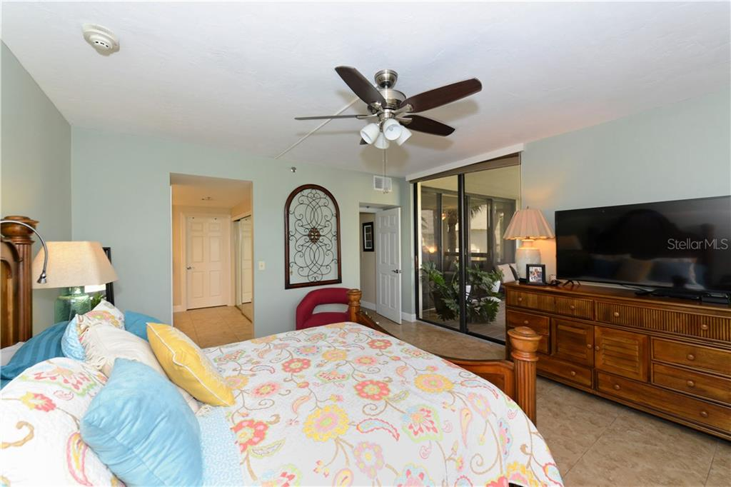 Master bedroom - Condo for sale at 1930 Harbourside Dr #117, Longboat Key, FL 34228 - MLS Number is A4420232