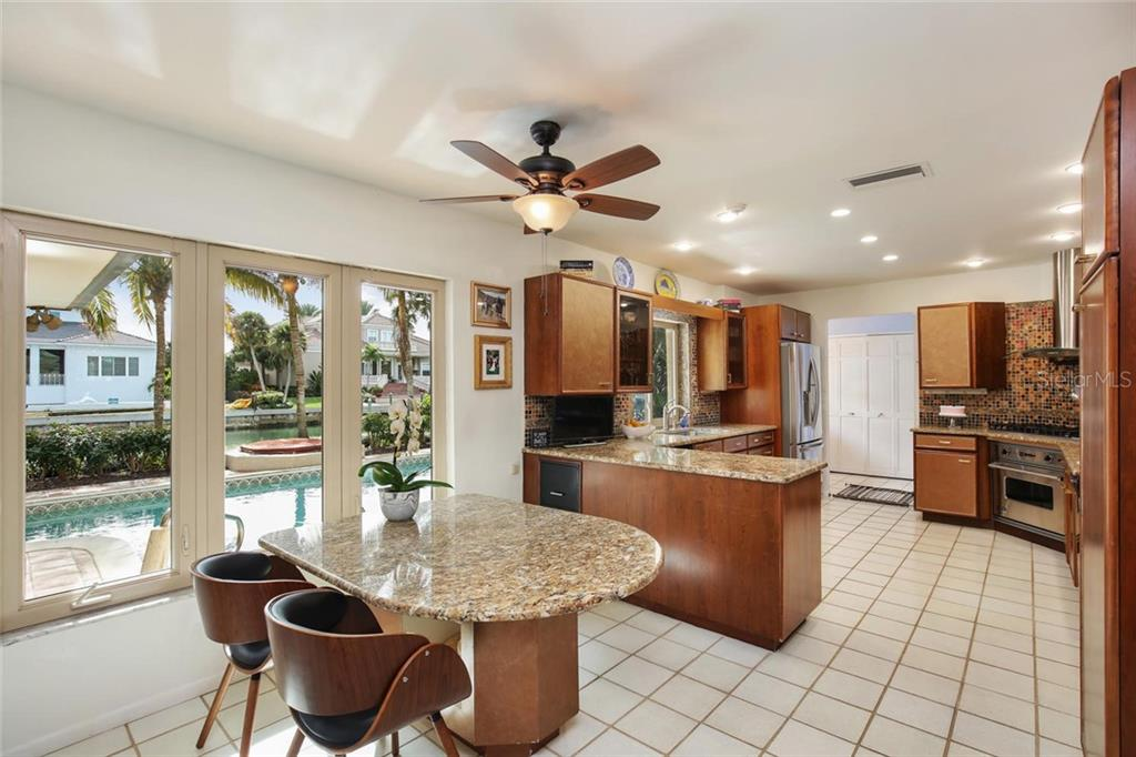 Single Family Home for sale at 110 N Warbler Ln, Sarasota, FL 34236 - MLS Number is A4421676
