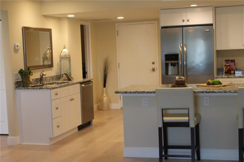 A great kitchen layout with open plan. - Condo for sale at 101 S Gulfstream S #16b/Phb, Sarasota, FL 34236 - MLS Number is A4426960