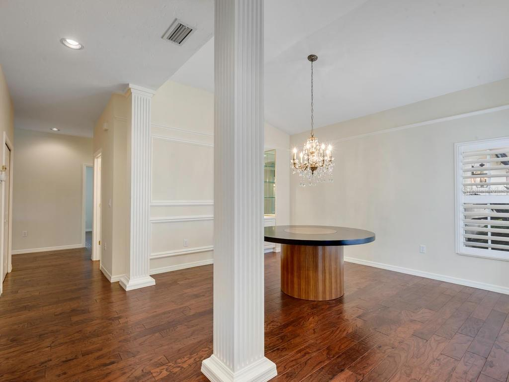 Dining room table is not built-in - Single Family Home for sale at 3352 Highlands Bridge Rd, Sarasota, FL 34235 - MLS Number is A4429750