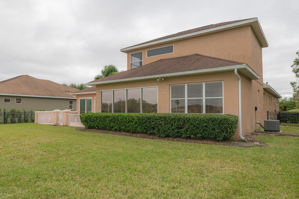 Single Family Home for sale at 7624 Drayton Cir, University Park, FL 34201 - MLS Number is A4430184
