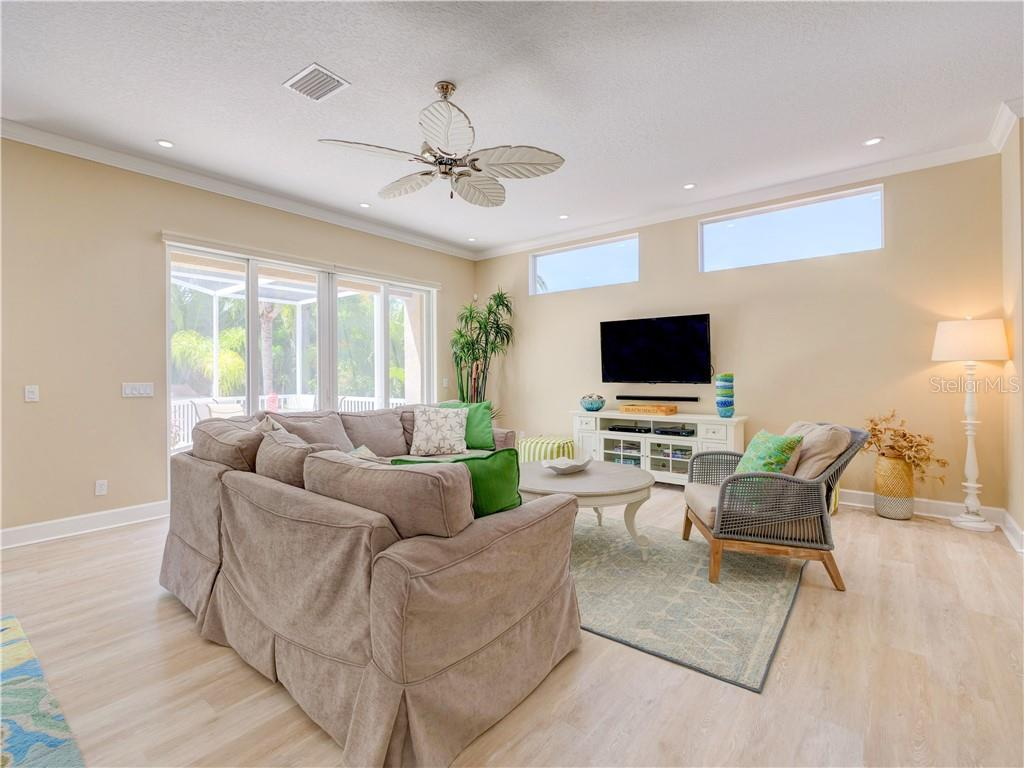 Single Family Home for sale at 1030 Crescent St, Sarasota, FL 34242 - MLS Number is A4433147