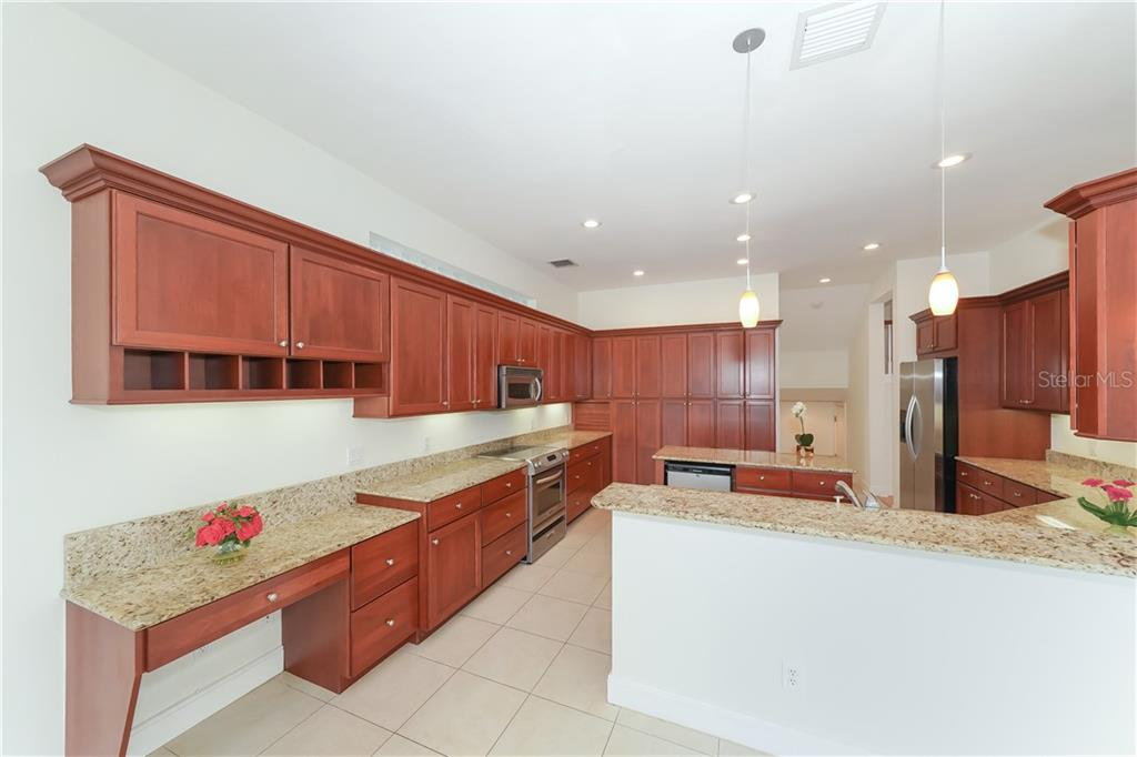 Single Family Home for sale at 5143 Oxford Dr, Sarasota, FL 34242 - MLS Number is A4434790