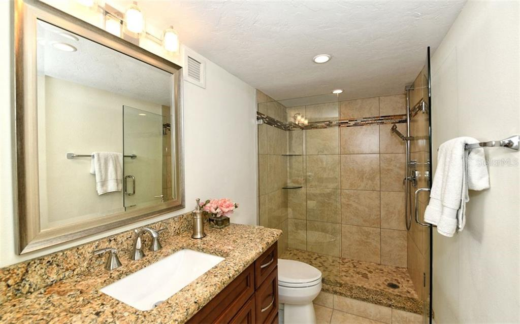 Nicely updated Master bath - Condo for sale at 101 S Gulfstream Ave #6d, Sarasota, FL 34236 - MLS Number is A4434802