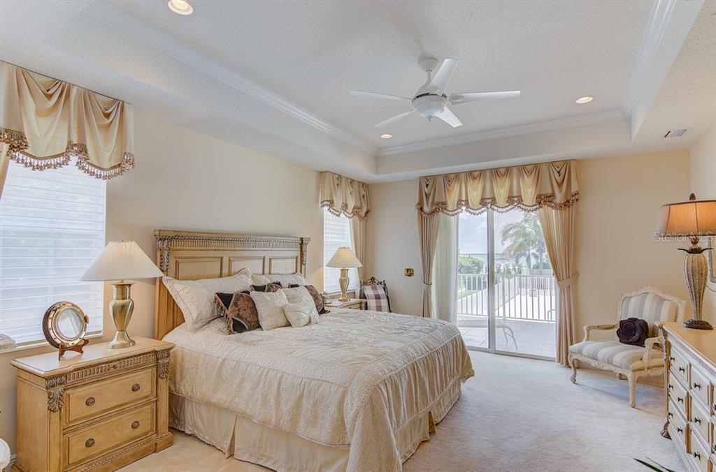 Master Bath - Single Family Home for sale at 811 Jungle Queen Way, Longboat Key, FL 34228 - MLS Number is A4438987