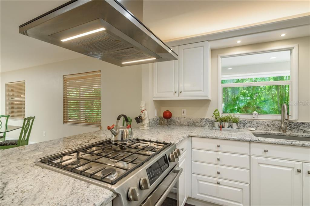 Bosch gas cooktop w/ stainless hood vent - Single Family Home for sale at 8511 Heron Lagoon Cir, Sarasota, FL 34242 - MLS Number is A4439489