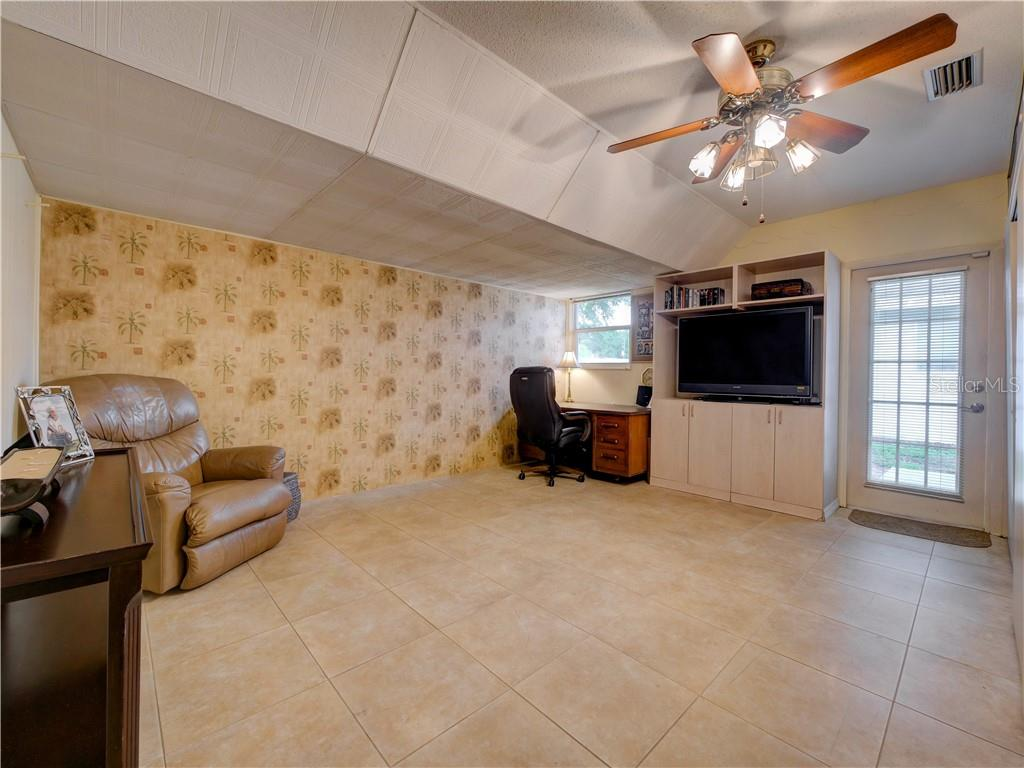 Flex room that can  be used as den, playroom, game room, or exercise room - Single Family Home for sale at 6605 Bluewater Ave, Sarasota, FL 34231 - MLS Number is A4440551
