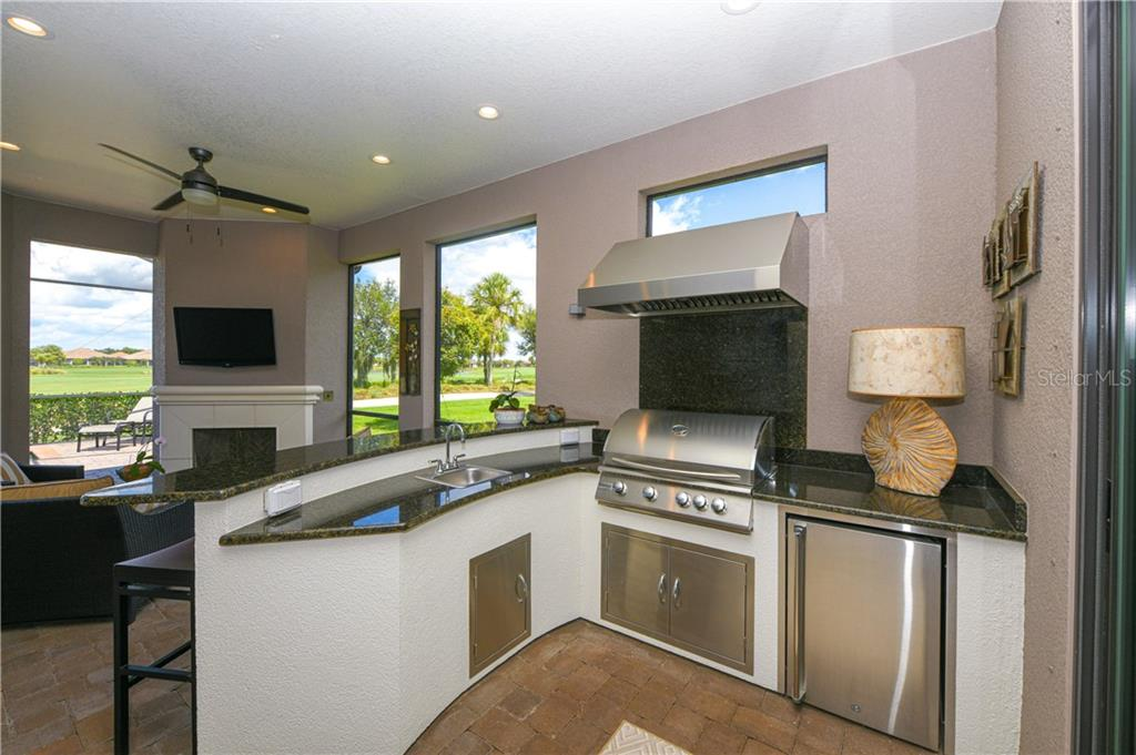 Single Family Home for sale at 5111 Napoli Run, Lakewood Ranch, FL 34211 - MLS Number is A4440618