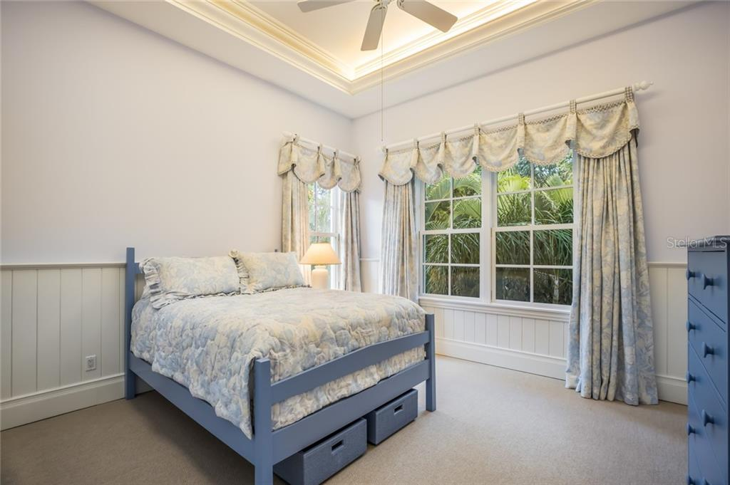 upper level guest bedroom with en-suite bathroom - Single Family Home for sale at 1522 N Lake Shore Dr, Sarasota, FL 34231 - MLS Number is A4442286