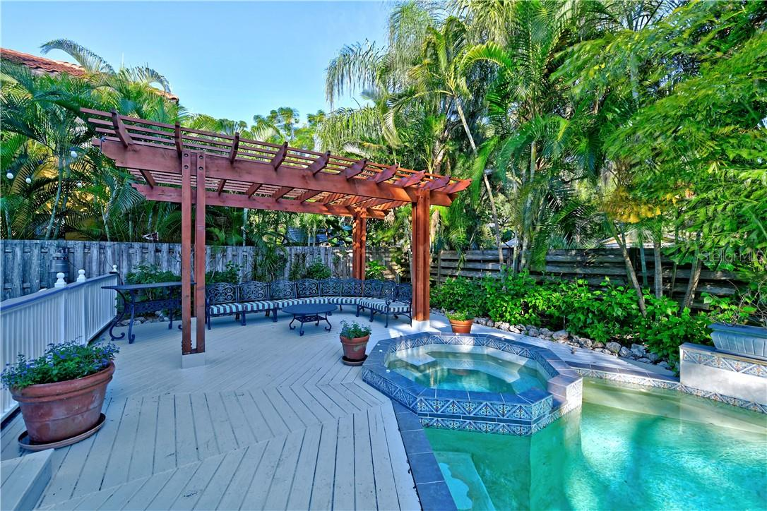Single Family Home for sale at 1715 Hyde Park St, Sarasota, FL 34239 - MLS Number is A4449499