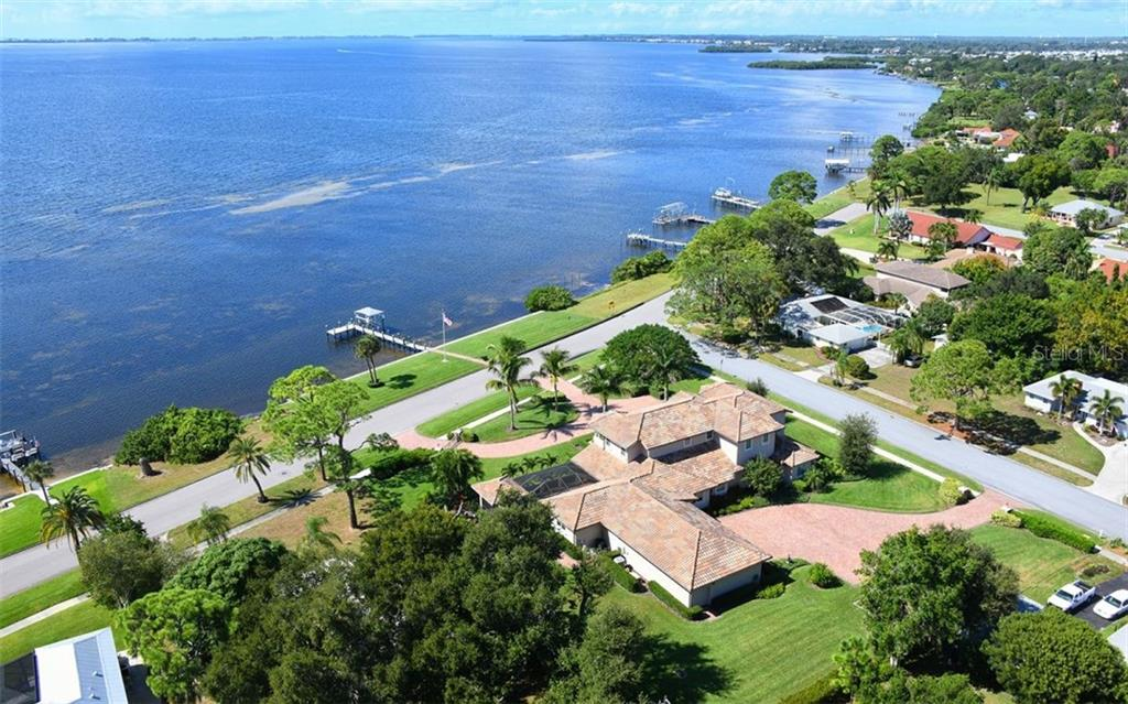 Expansive grounds - Single Family Home for sale at 7903 Longbay Blvd, Sarasota, FL 34243 - MLS Number is A4449717