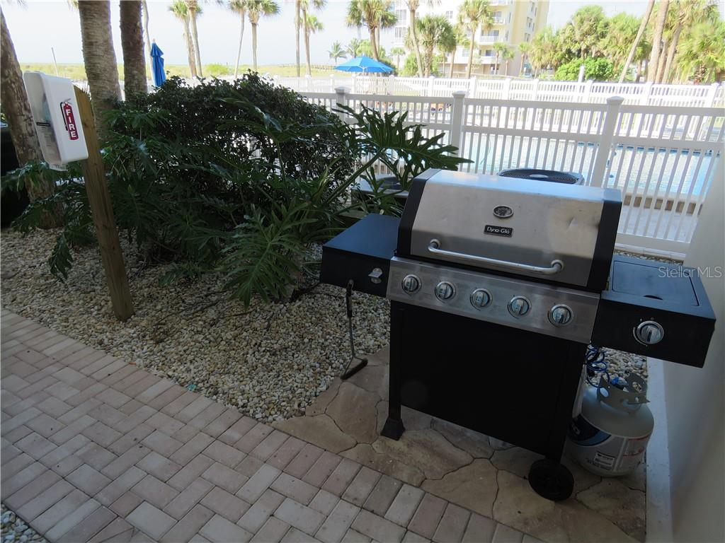 Gulf Horizons has a community gas grill for use all owners. - Condo for sale at 555 The Esplanade N #102, Venice, FL 34285 - MLS Number is A4450635