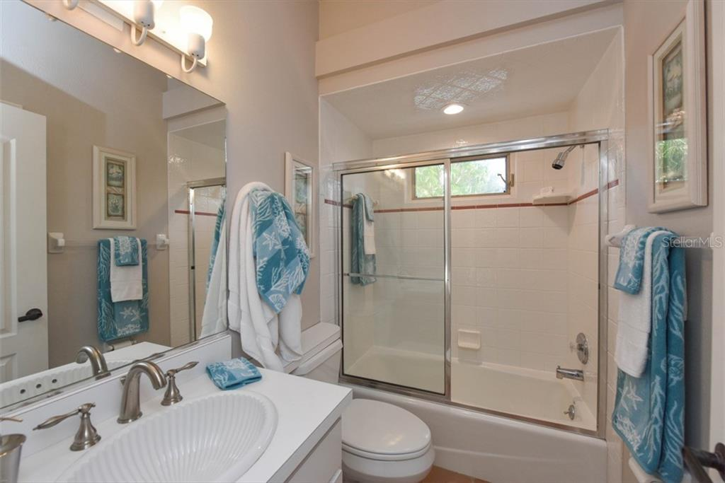 2nd bath, located between bedroom 2 & 3 - Single Family Home for sale at 1027 N Casey Key Rd, Osprey, FL 34229 - MLS Number is A4451976
