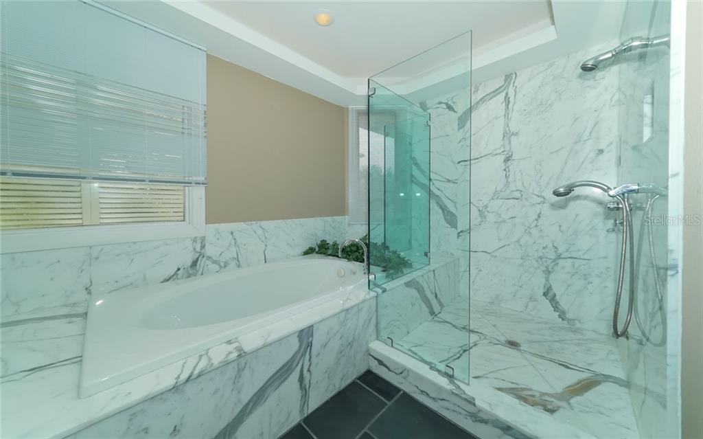 Dual shower heads, large tub - Condo for sale at 3994 Hamilton Club Cir #18, Sarasota, FL 34242 - MLS Number is A4455281
