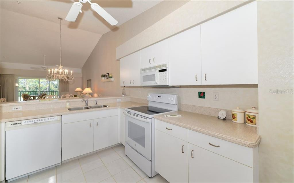 Guest bedroom - Condo for sale at 9631 Castle Point Dr #1123, Sarasota, FL 34238 - MLS Number is A4457428