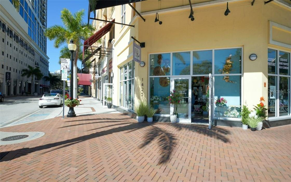Shop at the corner - Condo for sale at 100 Central Ave #A304, Sarasota, FL 34236 - MLS Number is A4458873