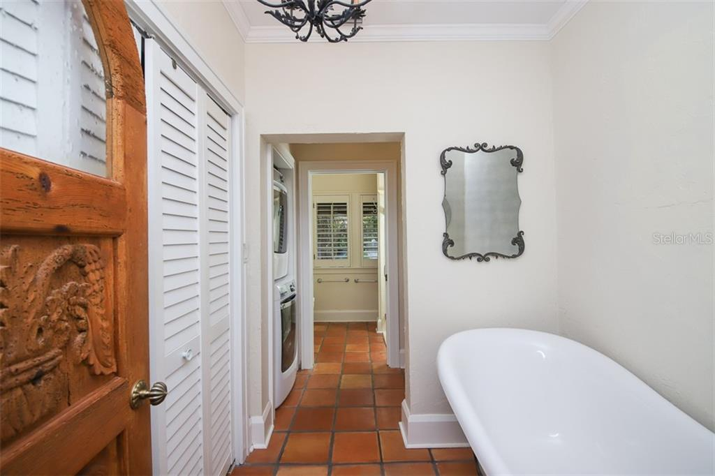 Soaking tub in Master Bath - Single Family Home for sale at 3838 Flores Ave, Sarasota, FL 34239 - MLS Number is A4461669