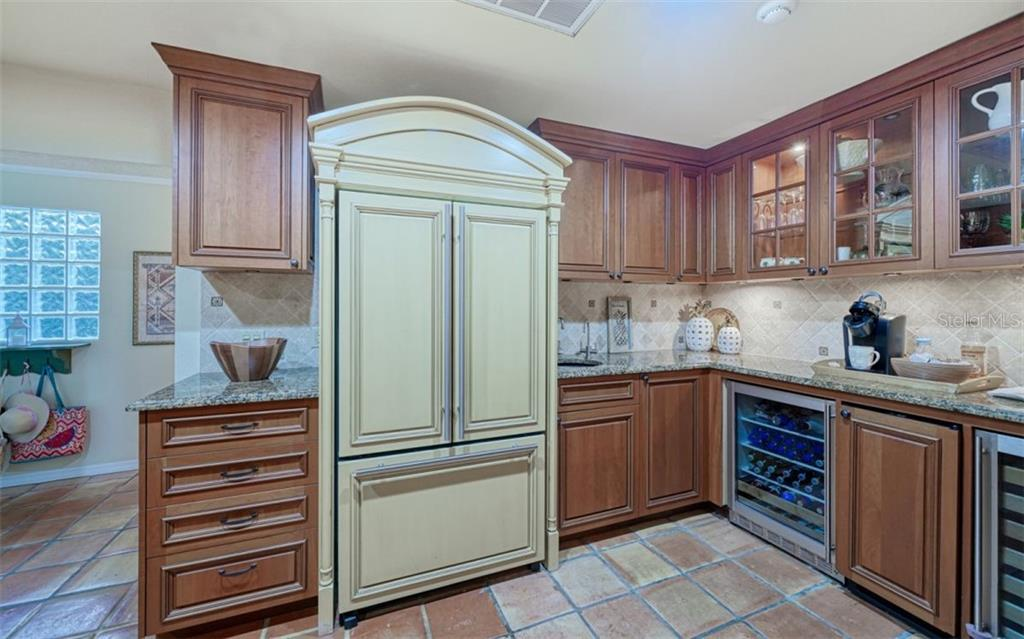 A NICE WET BAR AREA W/ 2 WINE CAPTAINS & AN ICE MAKER - Single Family Home for sale at 3 Winslow Pl, Longboat Key, FL 34228 - MLS Number is A4464990