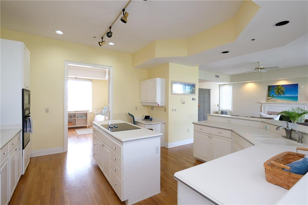 Plenty of room to cook for large groups. - Condo for sale at 515 Forest Way, Longboat Key, FL 34228 - MLS Number is A4465231