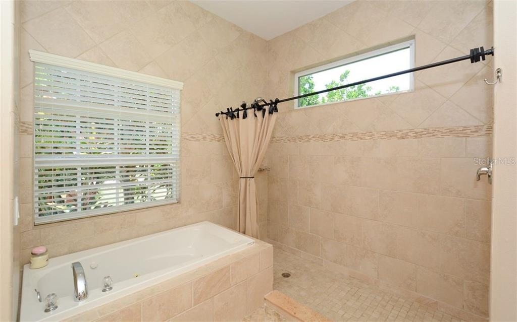 Master bath with garden tub and large walk in shower - Single Family Home for sale at 1623 Jacana Ct, Nokomis, FL 34275 - MLS Number is A4470679