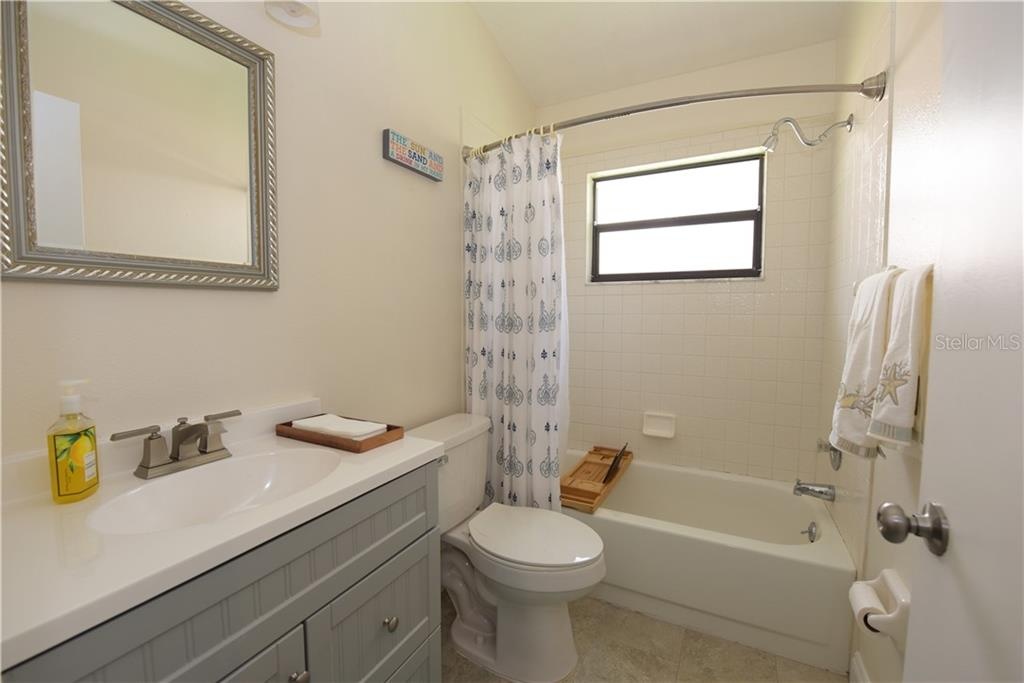 2nd Bathroom - Single Family Home for sale at 3921 Warren St, Sarasota, FL 34233 - MLS Number is A4474011