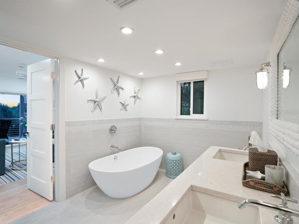 Gorgeous guest bathroom with soaking tub, dual sinks and shower - Single Family Home for sale at 500 Beach Rd #1, Sarasota, FL 34242 - MLS Number is A4474527