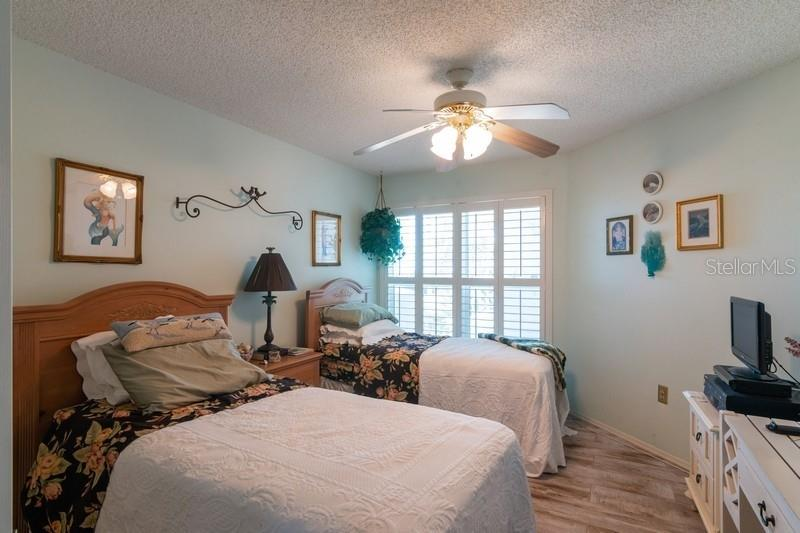 Guest room. - Condo for sale at 977 Sandpiper Cir #977, Bradenton, FL 34209 - MLS Number is A4474554