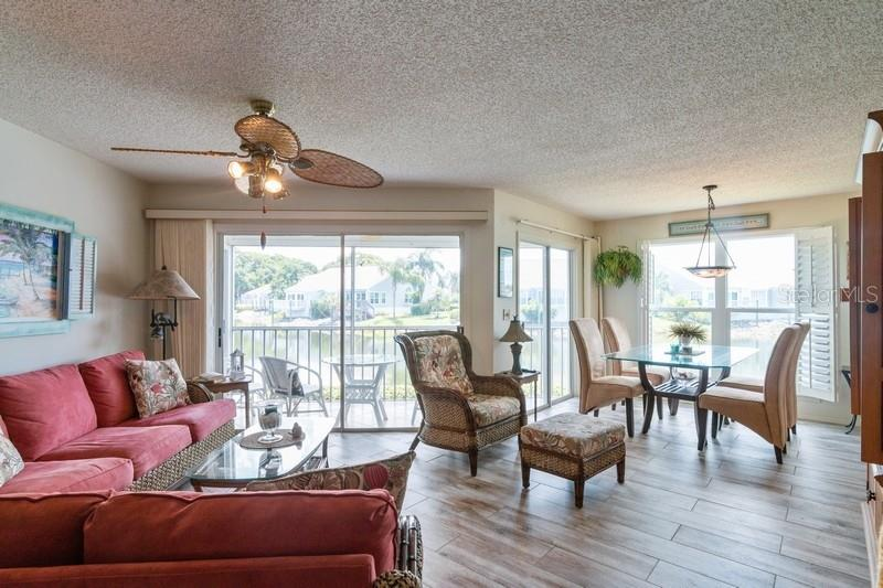 Living/ Dining room. - Condo for sale at 977 Sandpiper Cir #977, Bradenton, FL 34209 - MLS Number is A4474554