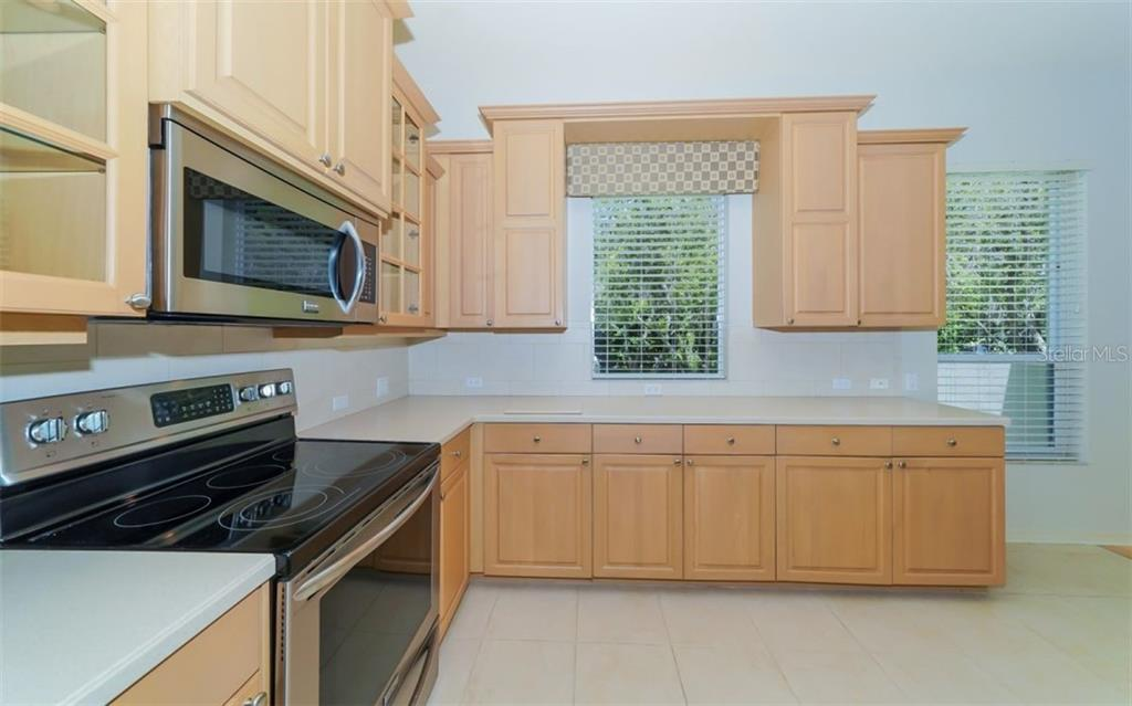 Kitchen - Single Family Home for sale at 462 E Macewen Dr, Osprey, FL 34229 - MLS Number is A4476181