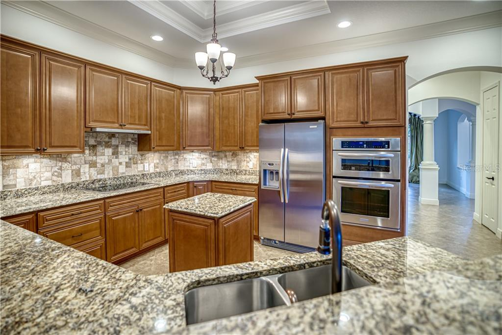 Single Family Home for sale at 547 Blue Jay Pl, Sarasota, FL 34236 - MLS Number is A4478116