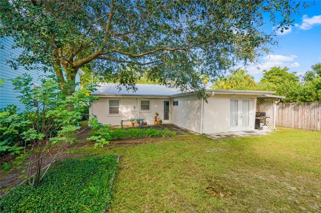 Single Family Home for sale at 3629 Almeria Ave, Sarasota, FL 34239 - MLS Number is A4482164