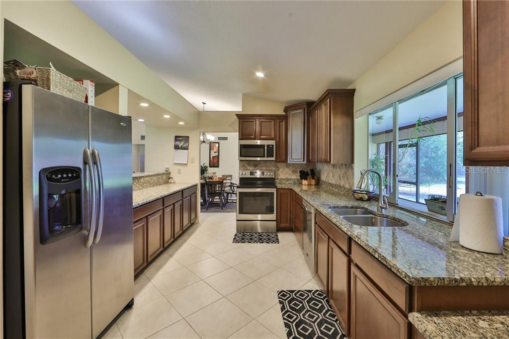 Updated Kitchen w/Pass Thru to Lanai and Beautiful Views Of Backyard. - Single Family Home for sale at 6215 Braden Run, Bradenton, FL 34202 - MLS Number is A4484627