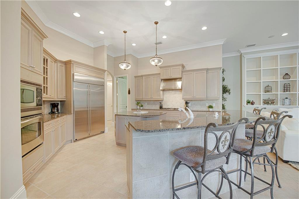 Large kitchen with island seating - Single Family Home for sale at 13223 Palmers Creek Ter, Lakewood Ranch, FL 34202 - MLS Number is A4484826