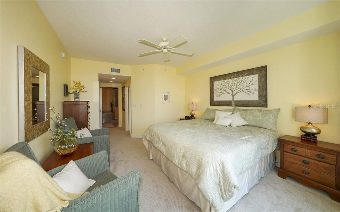 Spacious master suilte - Condo for sale at 409 N Point Rd #402, Osprey, FL 34229 - MLS Number is A4491620