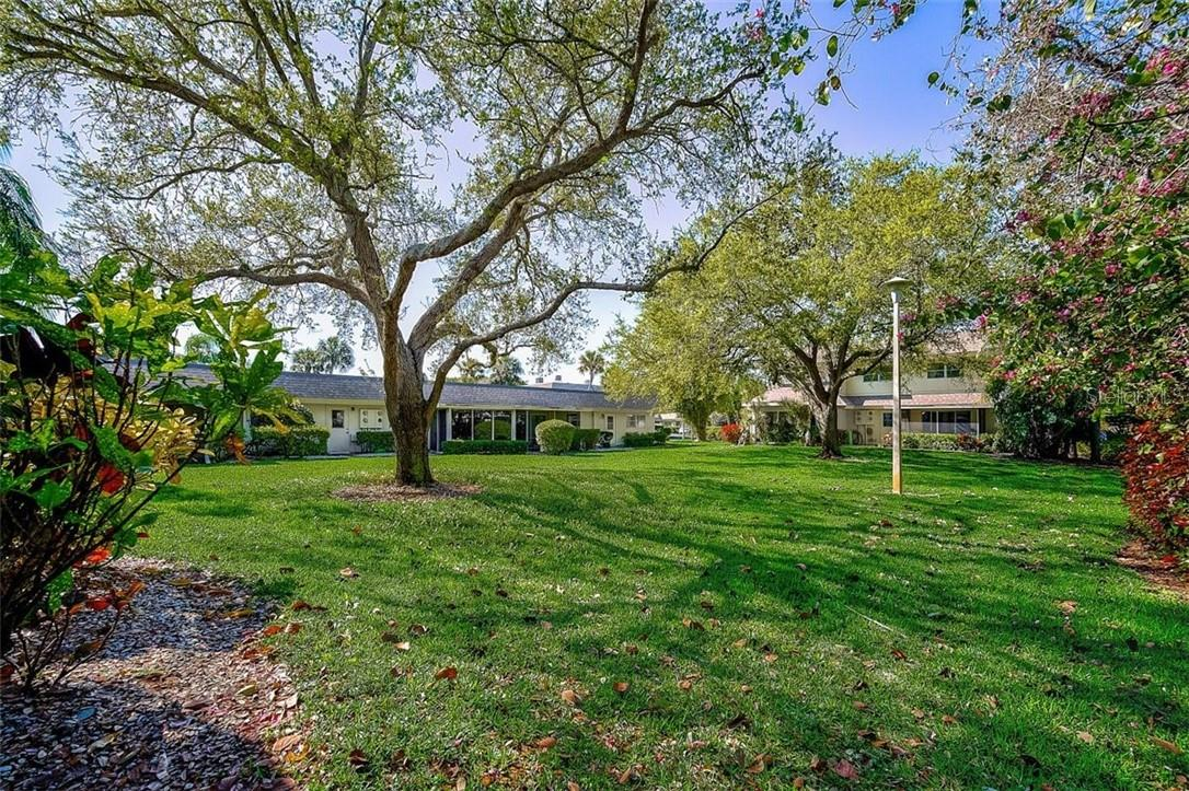 577 Sutton Place Longboat Key Florida 34228 | Backyard Greenbelt View - Condo for sale at 577 Sutton Pl #T-25, Longboat Key, FL 34228 - MLS Number is A4492432