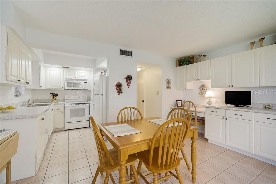 577 Sutton Place Longboat Key Florida 34228 | Dining Room and Kitchen | Notice the Nice Built-in Cabinetry - Condo for sale at 577 Sutton Pl #T-25, Longboat Key, FL 34228 - MLS Number is A4492432