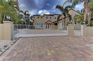 512 58 St, Holmes Beach, FL 34217