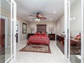 3rd en suite bathroom - Single Family Home for sale at 551 Putting Green Ln, Longboat Key, FL 34228 - MLS Number is A4183977