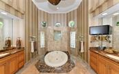 Master Ensuite - Single Family Home for sale at 586 N Macewen Dr, Osprey, FL 34229 - MLS Number is A4451482