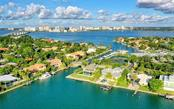 Single Family Home for sale at 304 Bird Key Dr, Sarasota, FL 34236 - MLS Number is A4452041