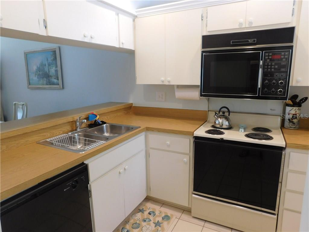 Kitchen - Condo for sale at 435 Cerromar Ln #428, Venice, FL 34293 - MLS Number is N5911454