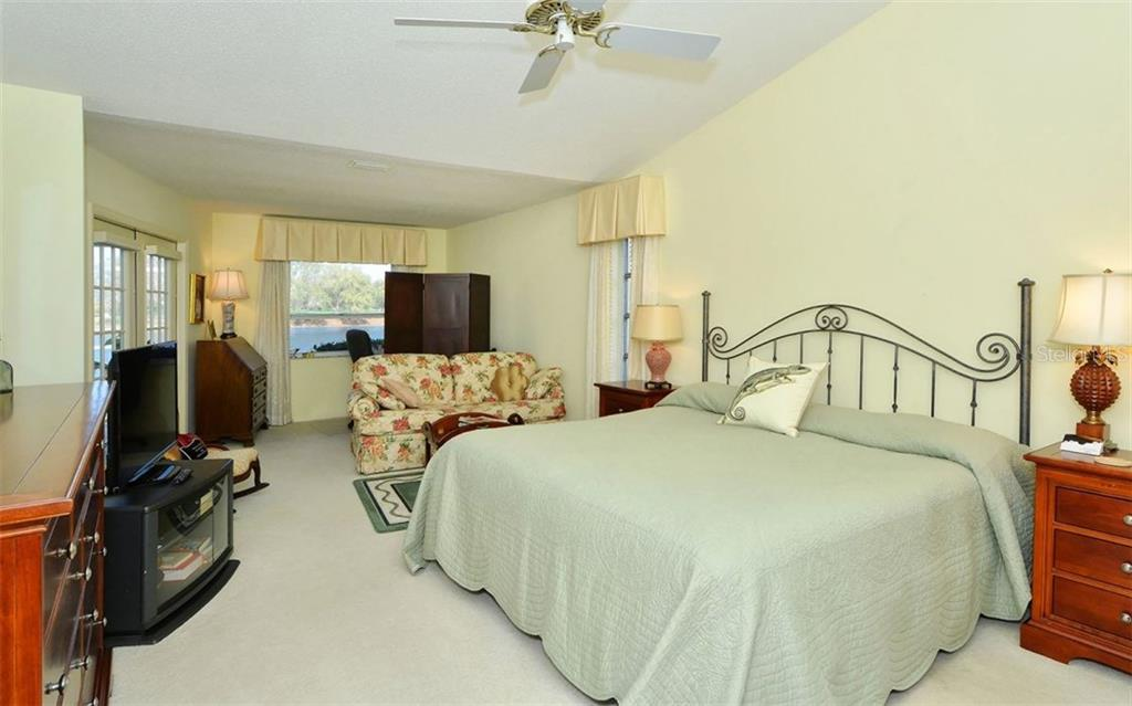 Master Bedroom - Single Family Home for sale at 1933 Innisbrook Ct, Venice, FL 34293 - MLS Number is N5912040