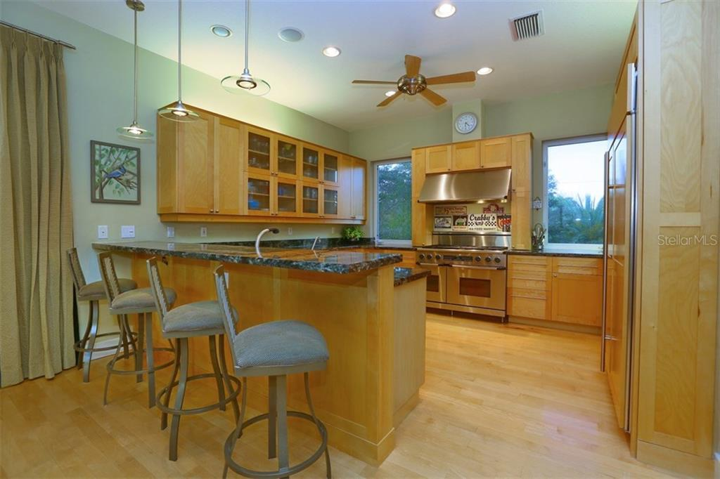 Kitchen - Single Family Home for sale at 525 Bayview Pkwy, Nokomis, FL 34275 - MLS Number is N5912985