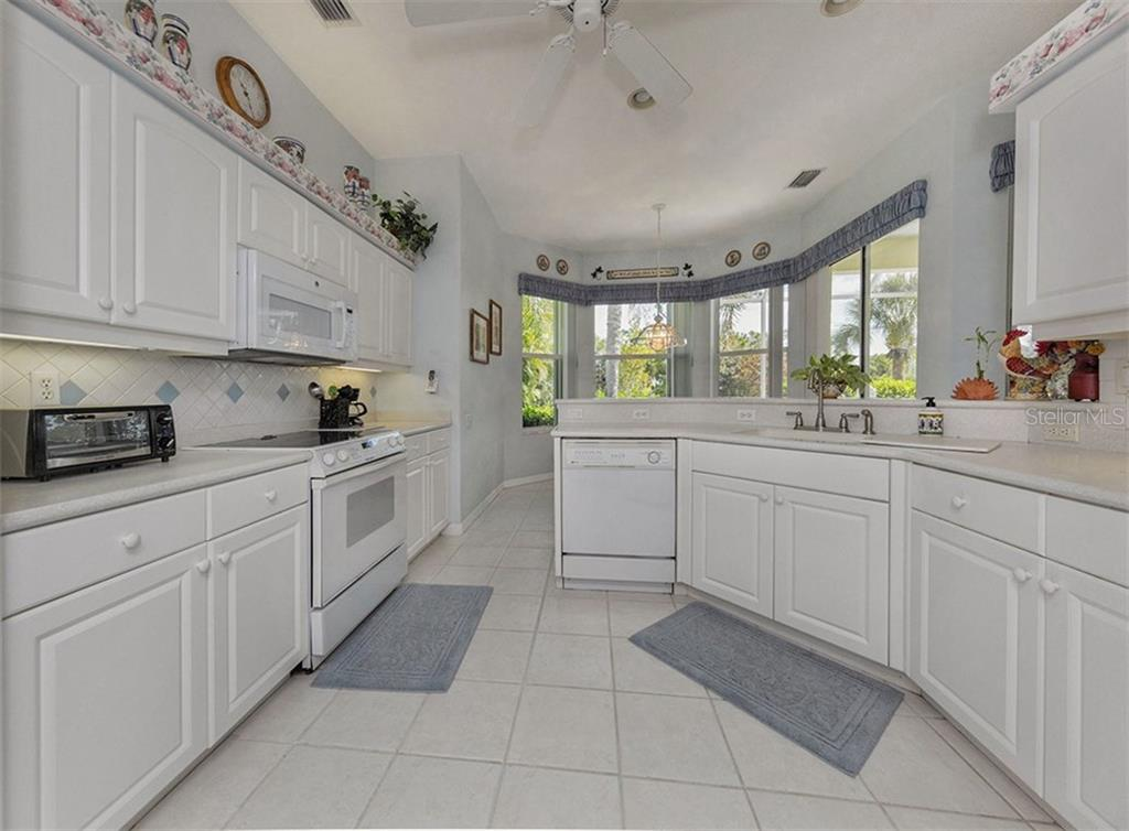 Kitchen to dinette - Single Family Home for sale at 2122 Timucua Trl, Nokomis, FL 34275 - MLS Number is N5913111