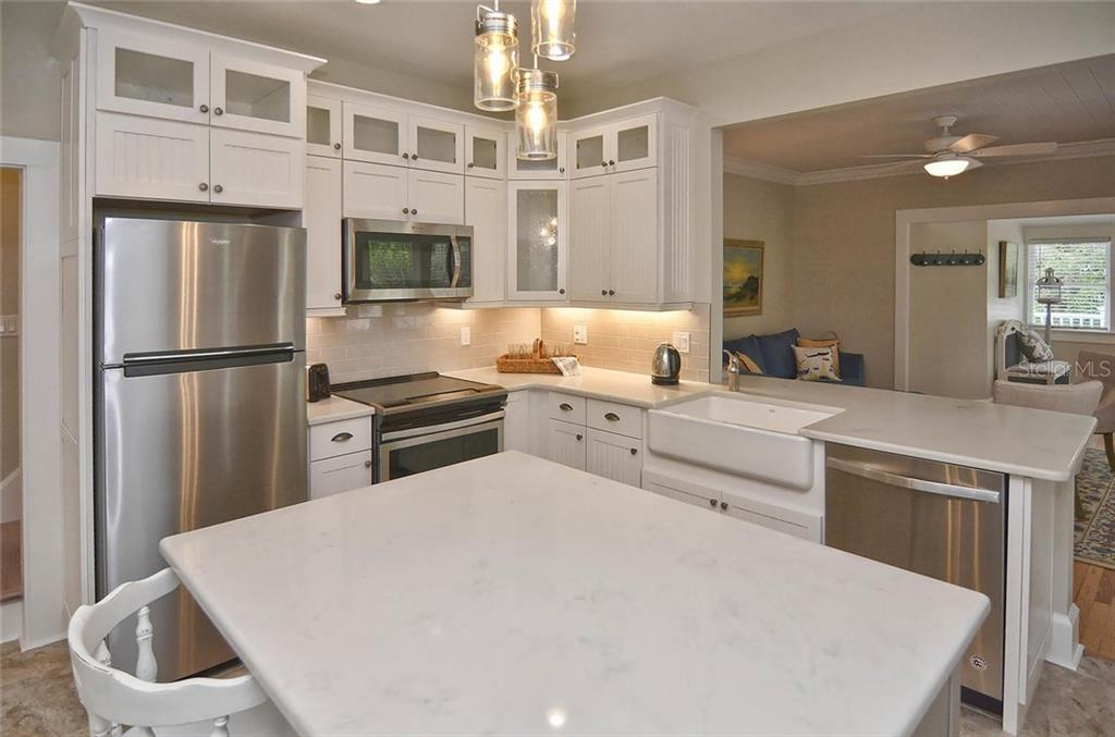 Kitchen - Single Family Home for sale at 732 Eagle Point Dr, Venice, FL 34285 - MLS Number is N5913211