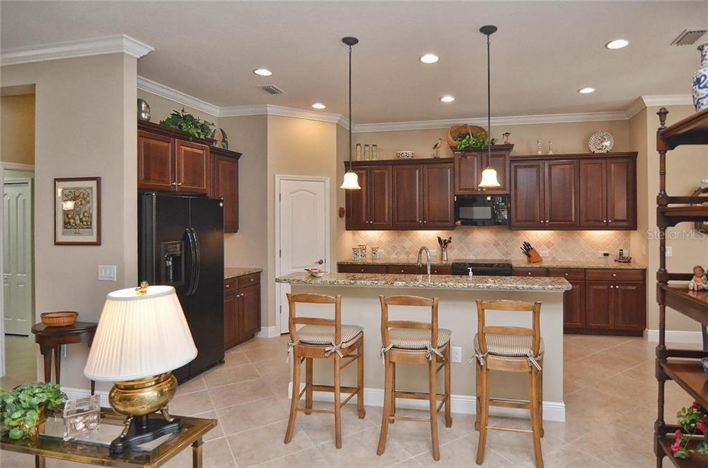 Breakfast bar/kitchen - Single Family Home for sale at 293 Marsh Creek Rd, Venice, FL 34292 - MLS Number is N5914238