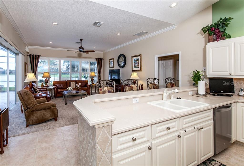 Kitchen Opens to Family Room - Single Family Home for sale at 366 Turtleback Xing, Venice, FL 34292 - MLS Number is N5914504